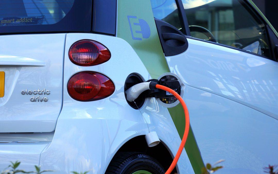 Het opladen van een elektrische auto, hoe lang duurt dat en hoe werkt het?